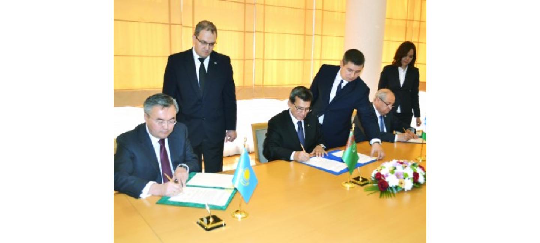 Главы внешнеполитических ведомств Туркменистана, Казахстана и Узбекистана подписали трёхсторонний документ
